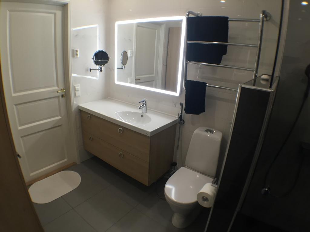 Kodinhoitohuone & WC / kylpyhuone – Thomas Berglund