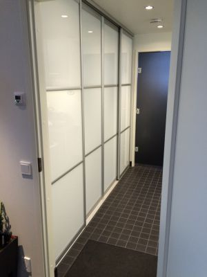 Grovkök skjutdörrar / Kodinhoitohuone liukuovet / Utility room slidingdoors