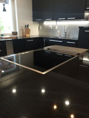 Ek / Tammi / Oak + Sten / Kivi / Granite + AEG